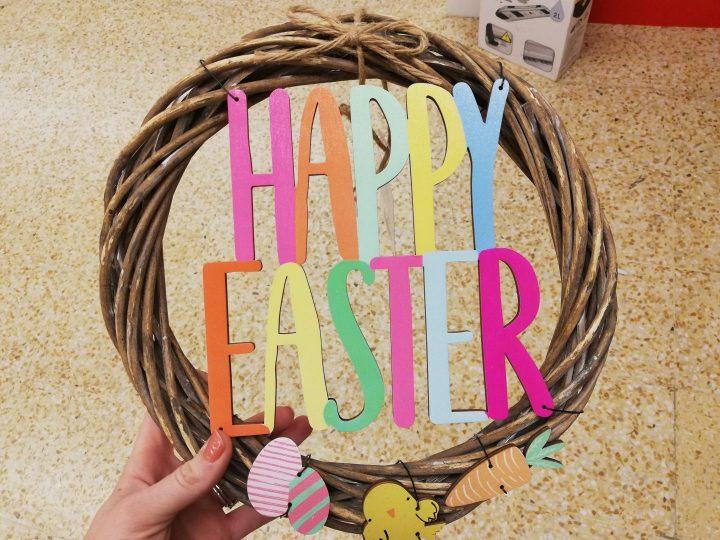 Happy Eatser Wreath